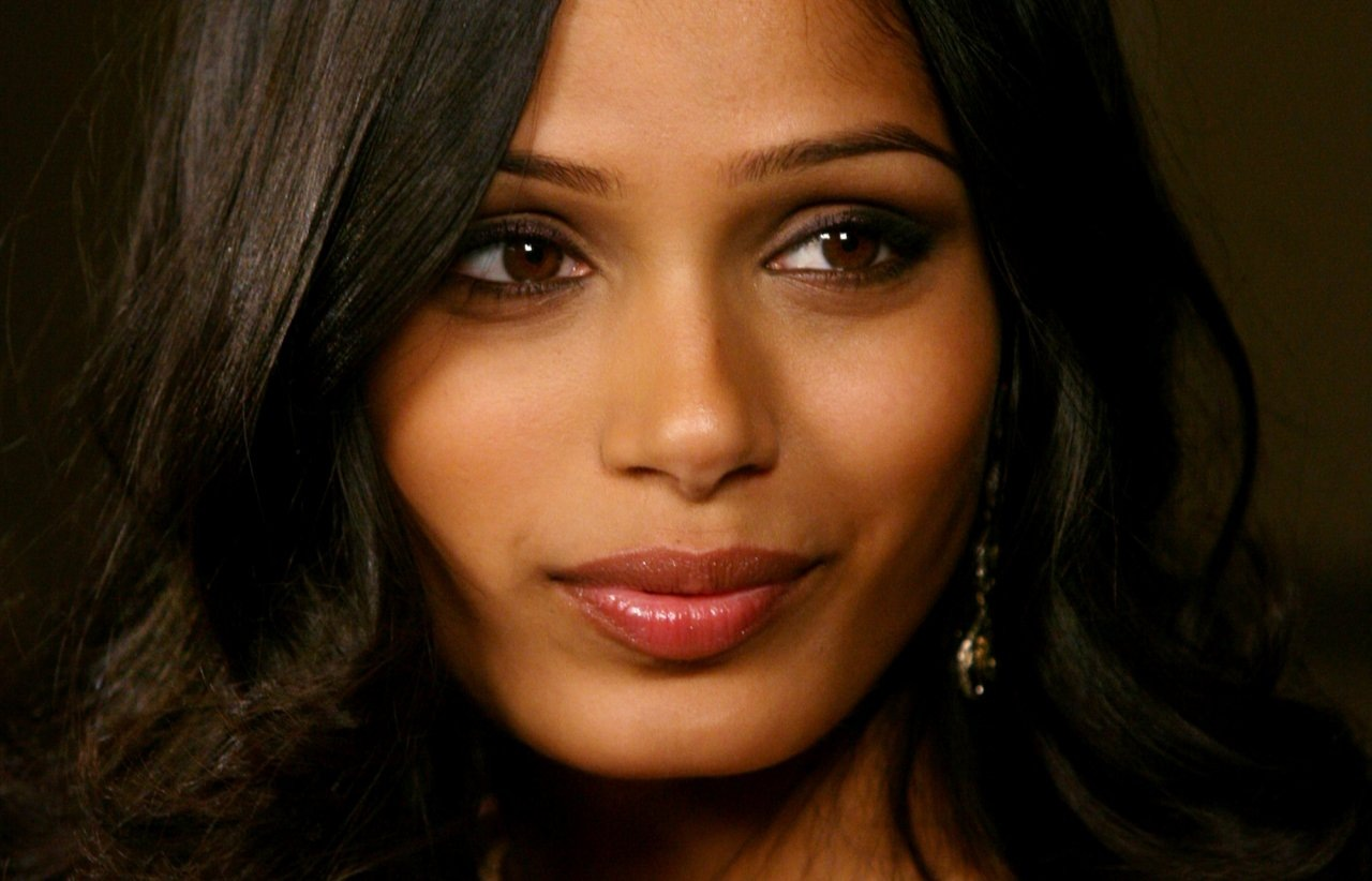 Celebrity Freida Pinto Photos. Pictures, wallpapers ... Freida Pinto Lipstick Color